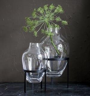 Black vase stand