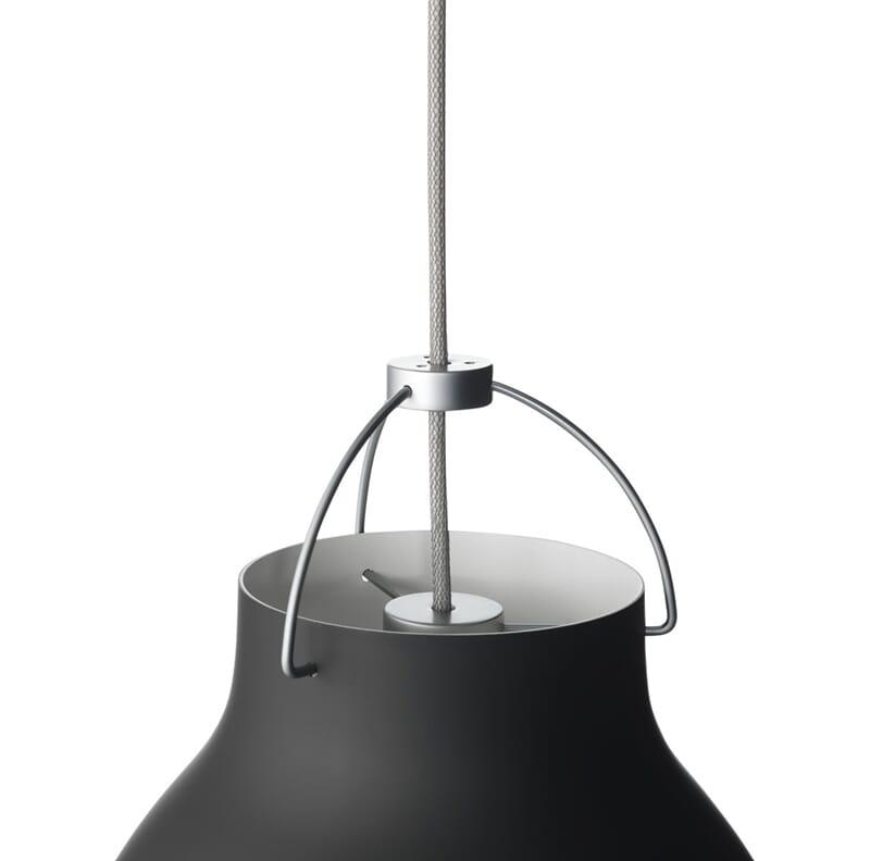 Caravaggio pendelen er designet av Cecilie Manz for Lightyears. Lampen ...