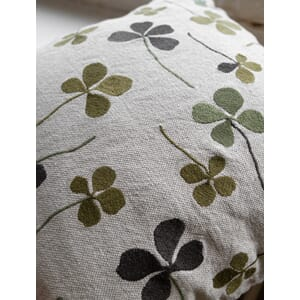 1664-1_Rel cushion_cover_clover.jpg