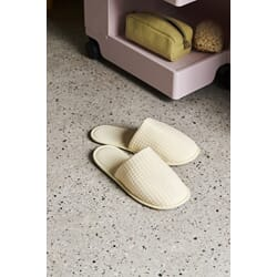 508308_Rel Waffle Slippers soft yellow_Hue Make Up Bag yellow.jpg