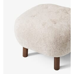 100501-1_Rel Pouf_ATD1_Sheepskin-Moonlight-Walnut_Detail_01.jpg